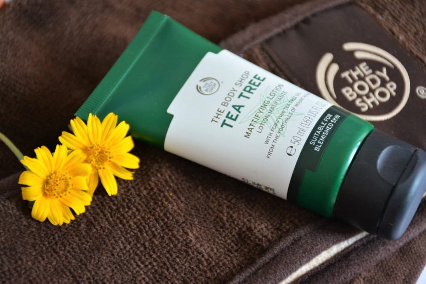 "Résultat de recherche d'images pour ""the body shop tea tree mattifying lotion"""